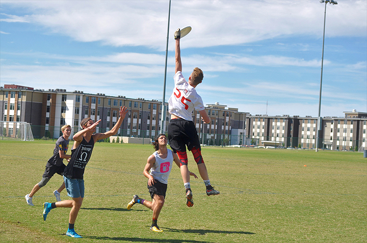 Ultimate Frisbee invites students to tryouts