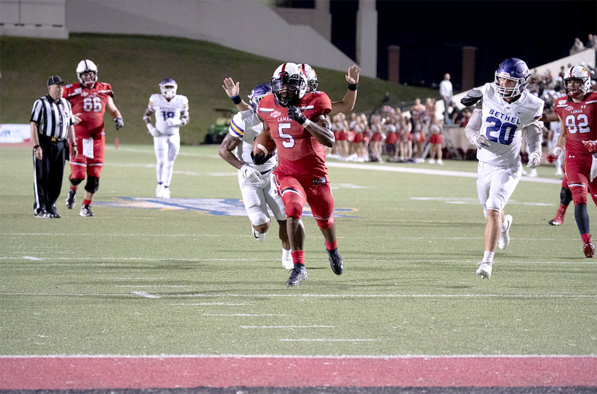 Cards maul Wildcats, 65-16