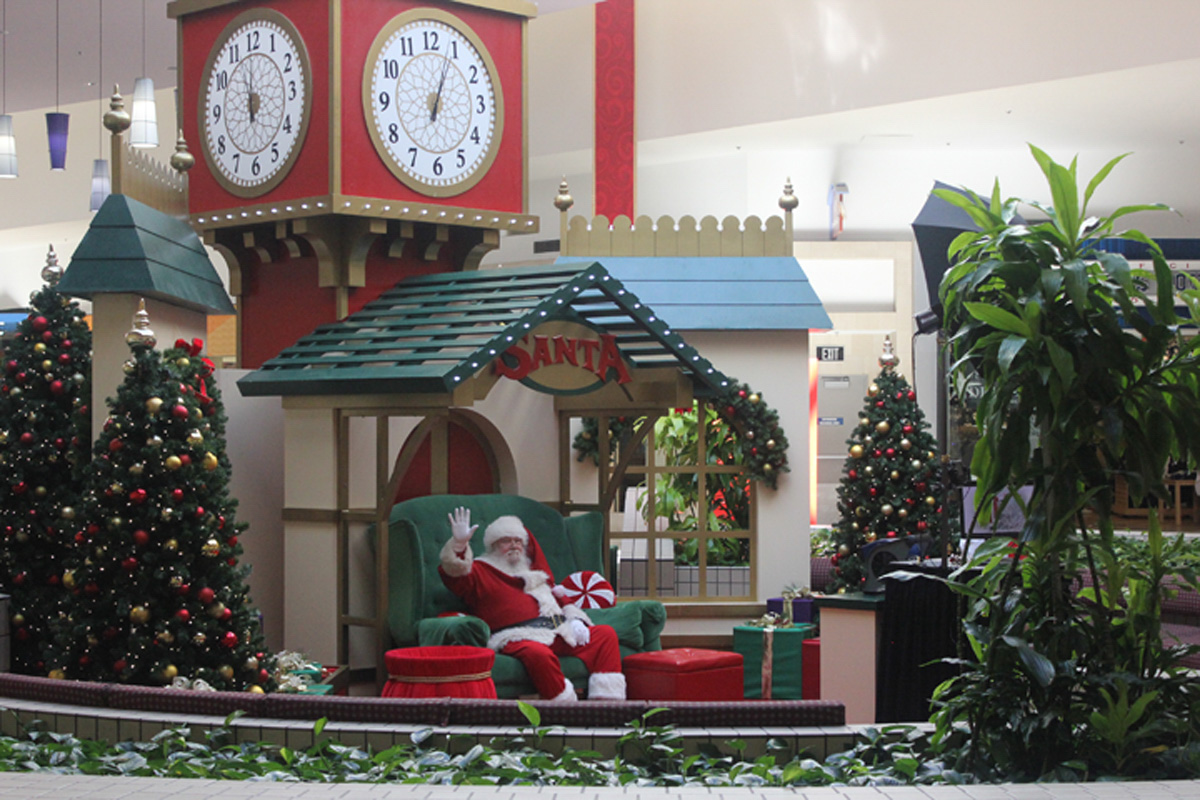 Spinney brings Christmas spirit to mall