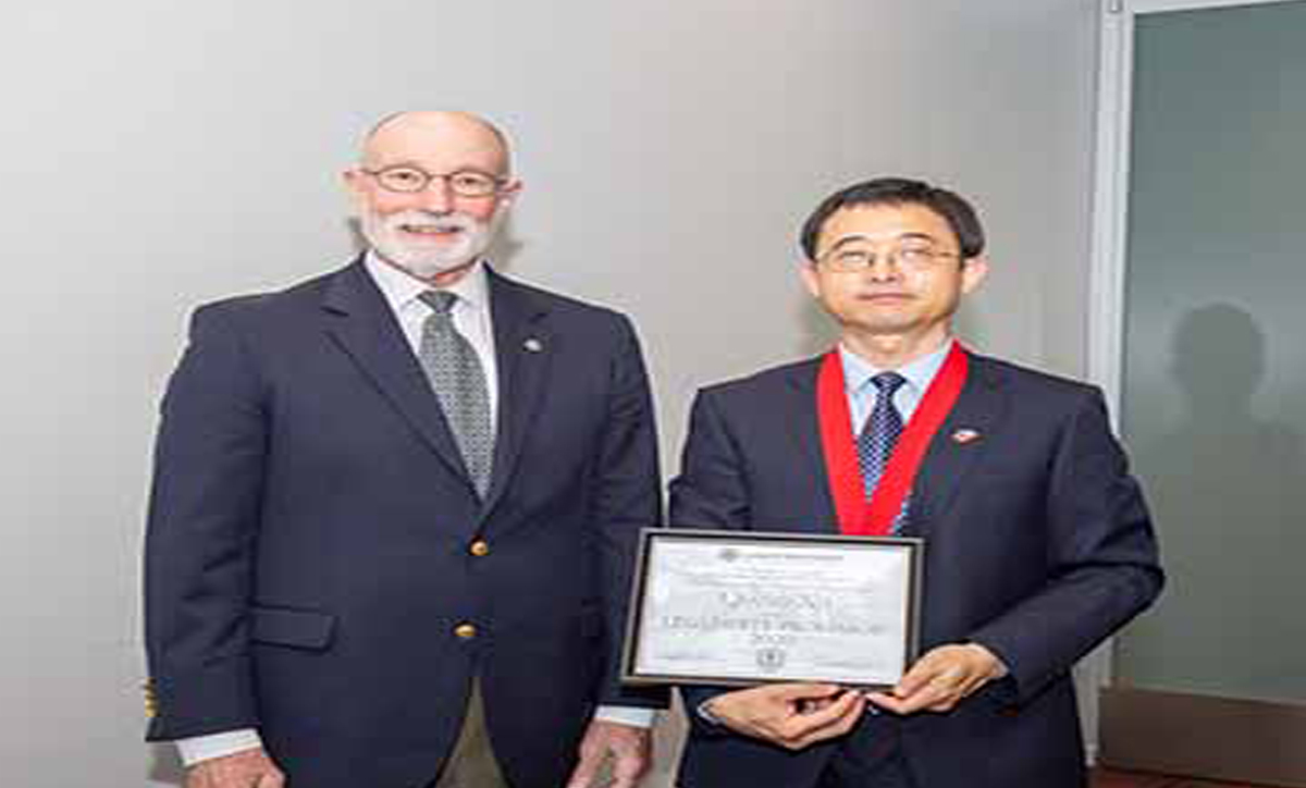 Qiang Xu receives most prestigious faculty honor